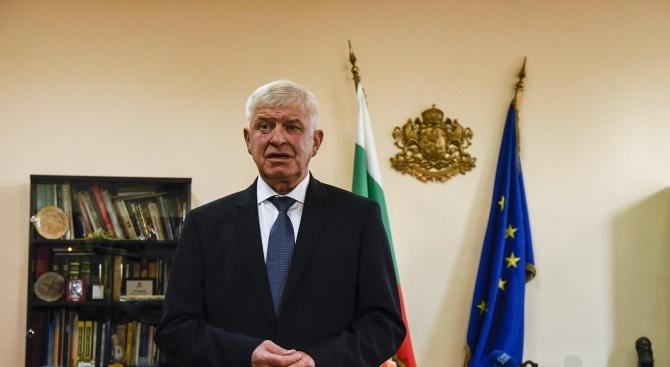 Министърът на здравеопазването Кирил Ананиев ще представи днес варианти на