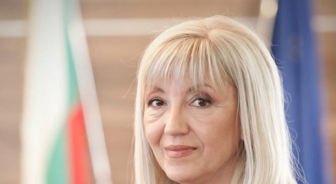 Днес министърът на регионалното развитие и благоустройството Петя Аврамова ще
