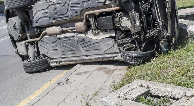 Тринайсет човека са ранени при 12 пътнотранспортни произшествия в страната