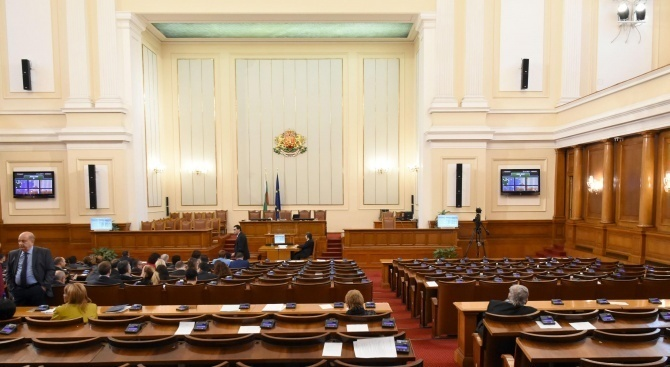Парламентът прие днес промени в Закона за енергетиката. Чрез тях