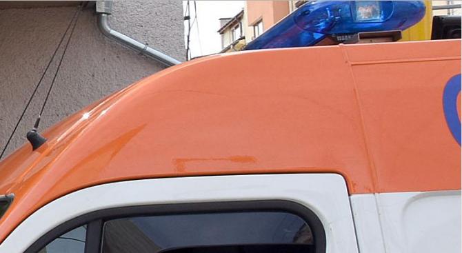 Неправоспособен шофьор е с опасност за живота след катастрофа край
