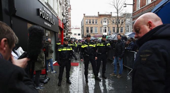 """Холандската полиция е предотвратила """"голям терористичен атентат"""" по време на"""