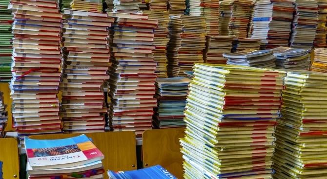 Разпоредена е проверка заради високата цена на учебниците за 9 клас