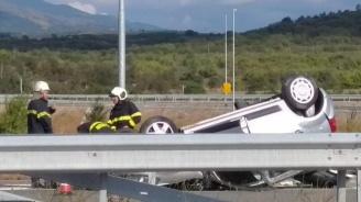 Поредна жертва на пътя: Мъж преобърна колата си в канавка и загина