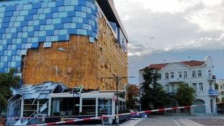 Прокуратурата се захваща с падналата фасада на мола в Благоевград