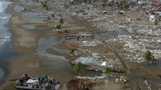 Цунами удари индонезийски градове: Отнесени къщи и погубени семейства (обновена+снимка+видео)