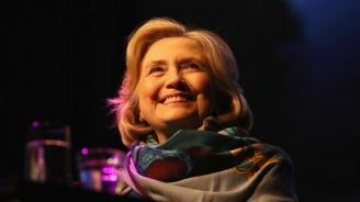 Хилари Клинтън се превъплъти в образа на своя двойничка в сериал (видео)