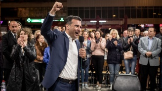 Зоран Заев гласува и призова за масово участие в референдума