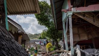 В Индонезия спасиха жена от руините на рухнал хотел