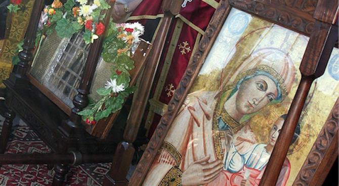 Днес църквата почита Покров на Пресвета Богородица. В повечето славянски