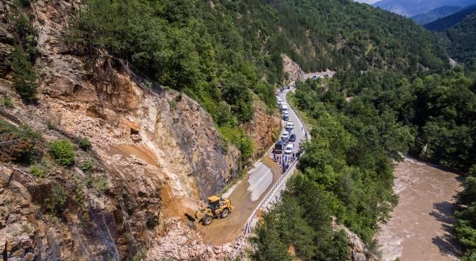 Опасност от свлачища на пътя Асеновград - Смолян