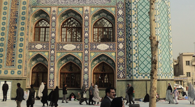 42 станаха жертвите на фалшив алкохол в Иран