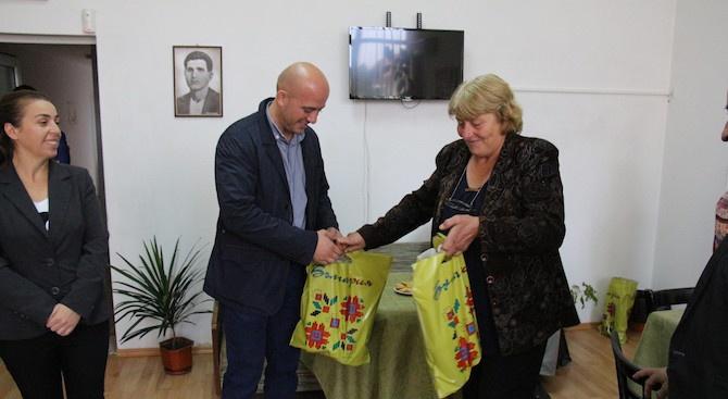 Раздадоха подаръци в Банско и Добринище по случай Международния ден на възрастните хора (снимки)