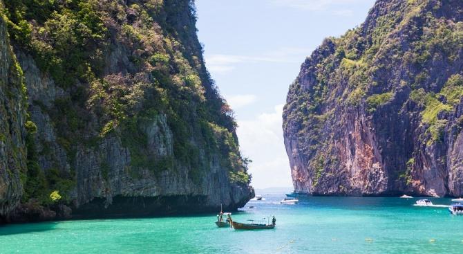Заливът Мая Бей в Тайланд остава затворен за туристи