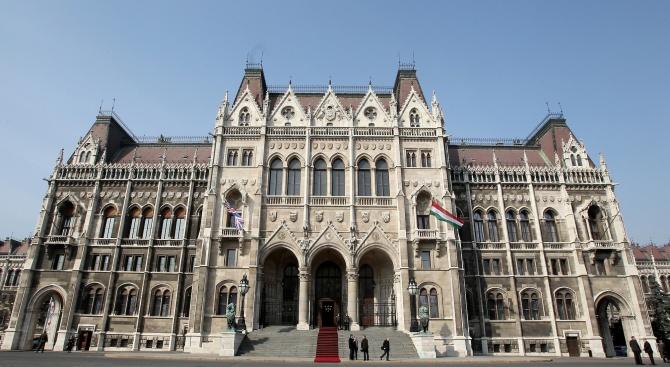 Украйна и Унгария обявиха днес, че всяка от тях гони
