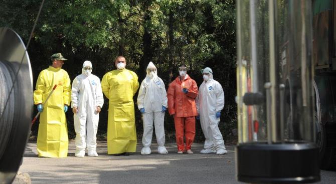 Екипи на ВМА тренираха за бедствие с много пострадали и заплаха от епидемия (снимки)