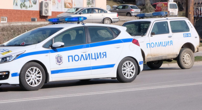 Полицаи стреляха със стоп-патрони, за да спрат автомобил при гонка