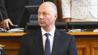 Транспортният министър иска спиране на процедурата за концесия на летище Пловдив