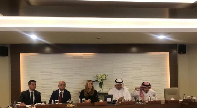 Министър Ангелкова обсъди с бизнесмени от Саудитска Арабия възможностите за инвестиции в България