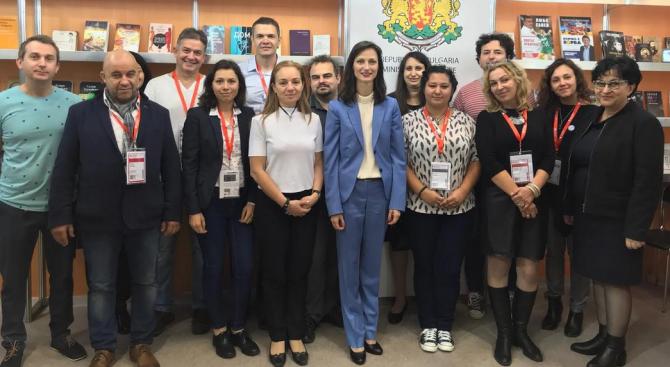 Мария Габриел се срещна с българските изложители на най-престижния в света Панаир на книгата във Франкфурт