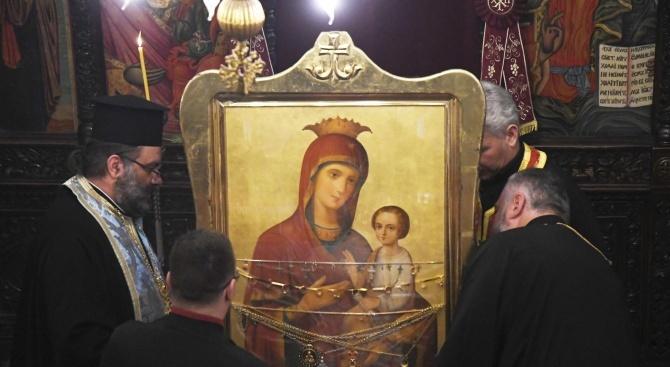 Чудотворна икона на Богородица пристигна в Свиленград