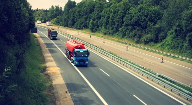 "Камион се е самозапалил на АМ ""Хемус"" в посока Варна"