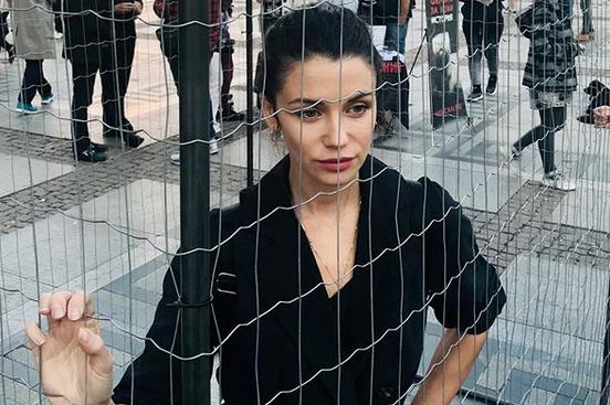 Затвориха Диляна Попова в клетка