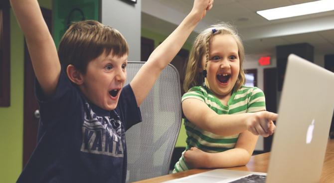 Пернишката библиотека учи деца да програмират