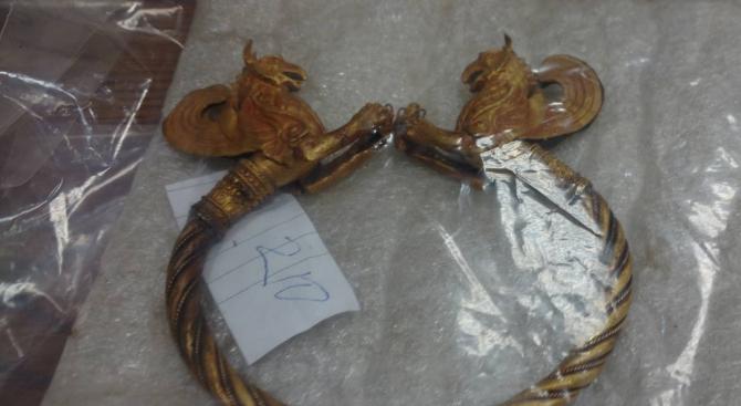 Обвинен за златното съкровище за 2 млн. евро: То е фалшиво (снимки)