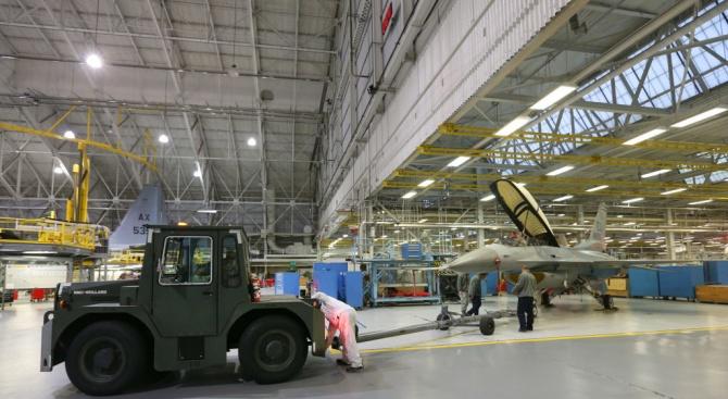 Изтребители Ф-16 изгоряха във военновъздушна база в Белгия по време на ремонт