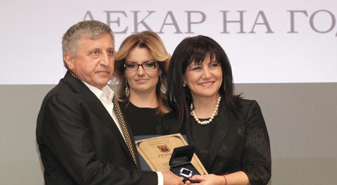 Цвета Караянчева връчи наградите на двама млади лекари