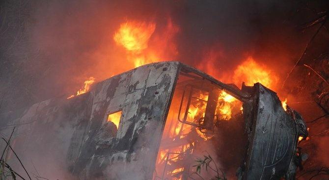 Автобус с деца от Украйна е пламнал в движение по