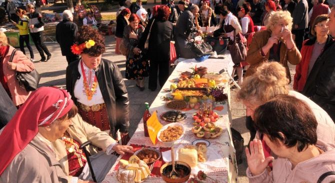 Кулинарен фестивал събра стотици в село Сребърна (снимки)