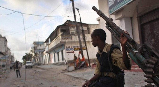 Най-малко 16 загинаха при самоубийствени атентати в Сомалия