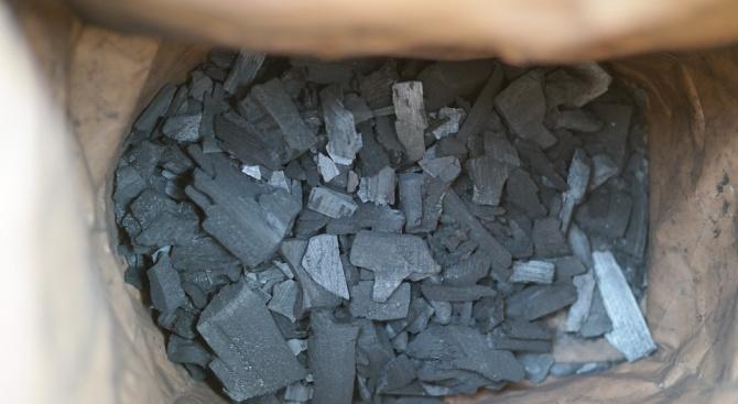 ООН: Забранен износ на сомалийски дървени въглища минава през Иран