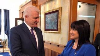 Караянчева към премиера на Черна гора: Имате пълната подкрепа на България по пътя ви към ЕС