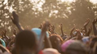 Боно поиска от ЕП да инвестира в Африка