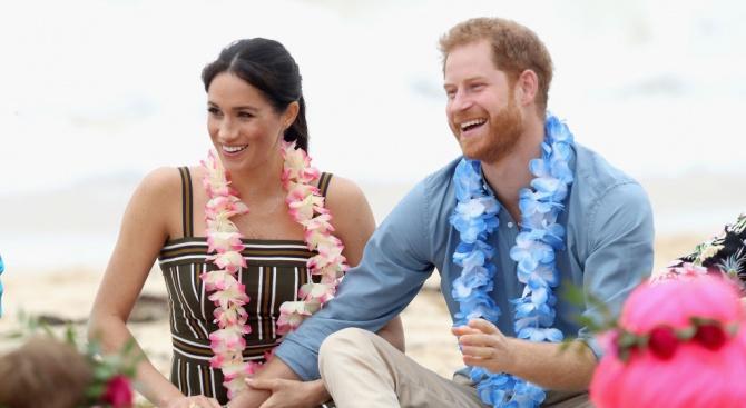 Меган и Хари се разходиха боси на известния австралийски плаж Бондай бийч (снимки)