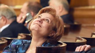 Менда Стоянова: Поскъпването на данъка върху автомобилите няма да е с над 30%