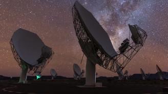 """Най-големият радиотелескоп в света """"дебне"""" за извънземни сигнали (видео)"""