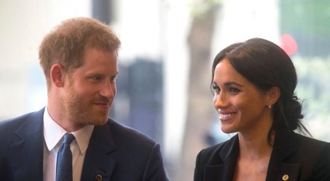 Самолетът на британския принц Хари и съпругата му Меган Маркъл,
