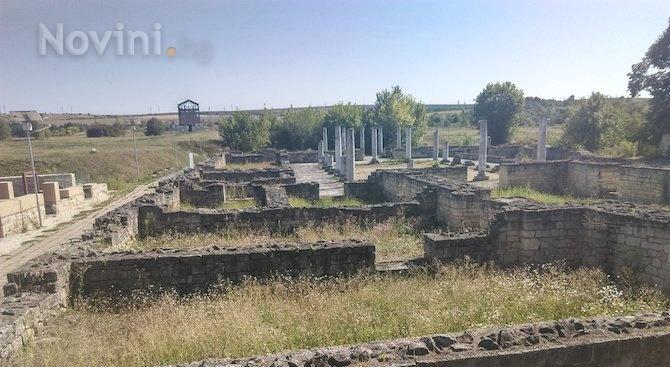 Български и френски археолози откриха при разкопки в Созопол фамилнагробница.