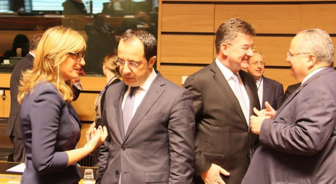 Външните министри на ЕС се събраха в Люксембург (снимки)
