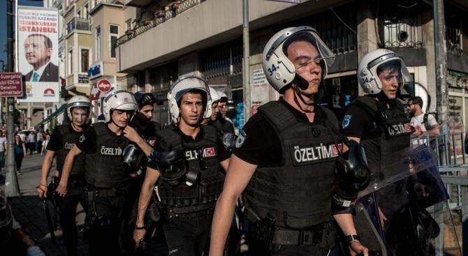 Екип следователи от турската полиция и прокурори напусна днес консулството
