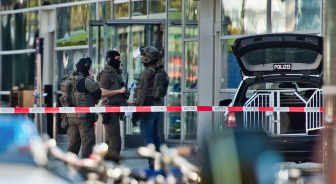 Германската полиция не изключва възможността вчерашното нападение и взимането на