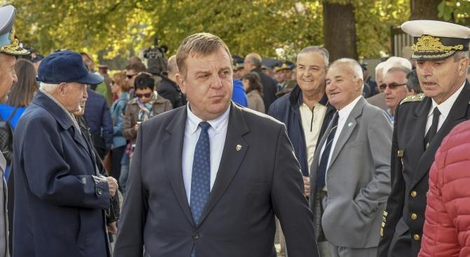 Каракачанов: Радиомълчанието по темата с изтребителите е наложително
