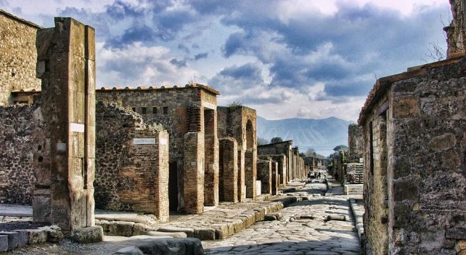 Изригването на вулкана Везувий, изпепелило древноримския град Помпей, вероятно се