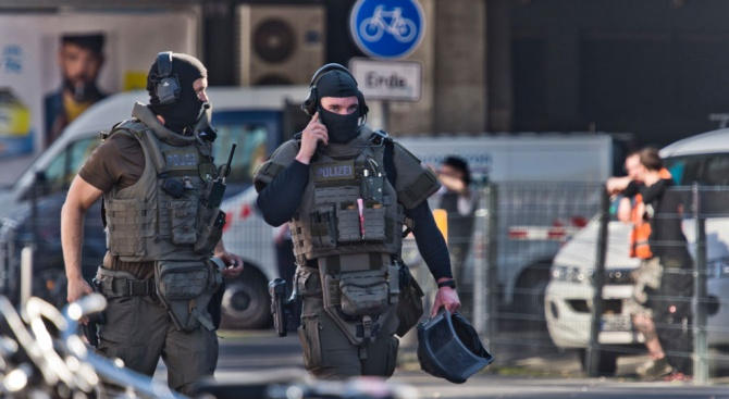 Правоохранителните органи на Германия са предотвратили изпълнението на мащабен терористичен