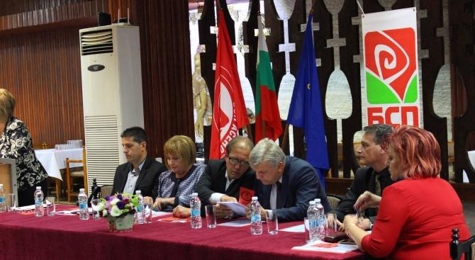 Жителите на Асеновград се срещнаха със зам.-председателя на ПГ на