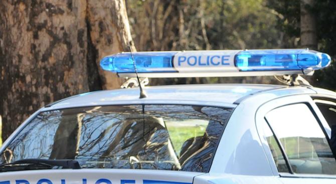 """18-годишен водач с """"БМВ"""" се блъсна в оградата на гробищния"""